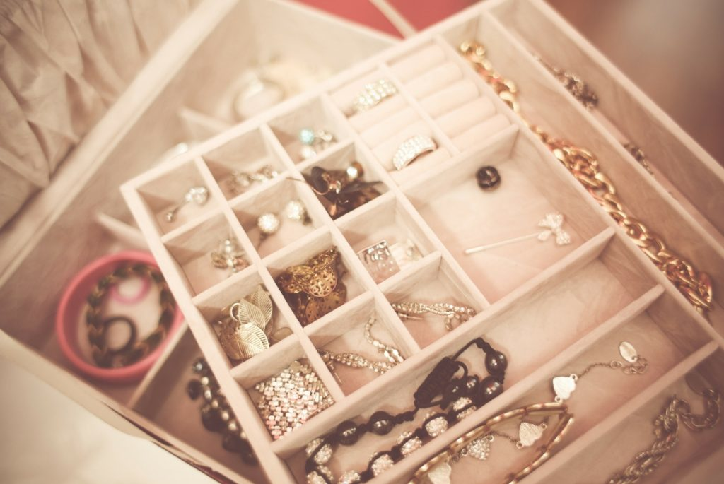 4 Simple Reasons People Sell Their Gold & Silver Jewelry